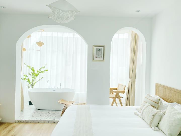 【TheOne·一沐】落地玻璃浴缸大床房含免费双份早餐/迪士尼接送/泳池/树屋秋千