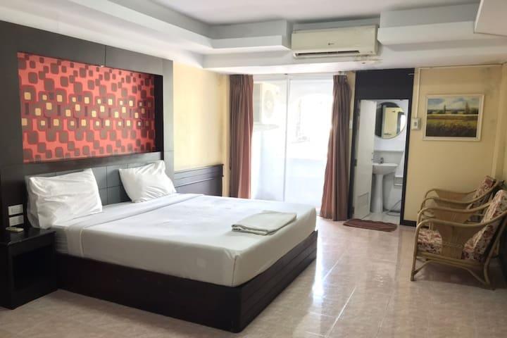 ชั้น2 เตียงเดี่ยว · ชั้น2 เตียงเดี่ยว · Khonkaen Ruenrom Hotel - 2nd fl. King Bed.