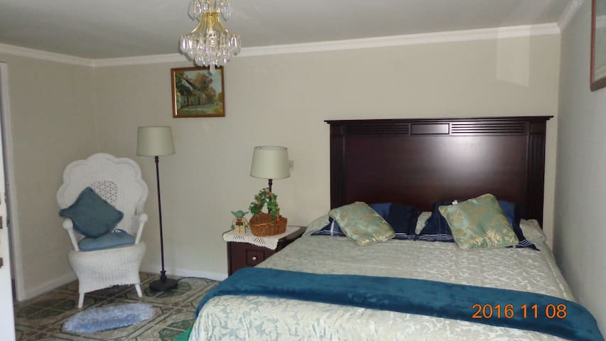 NICE ROOMS IN GATED COMMUNITY