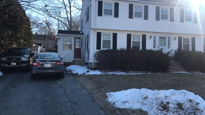 Spacious Bedroom in nice townhouse close to Umass!