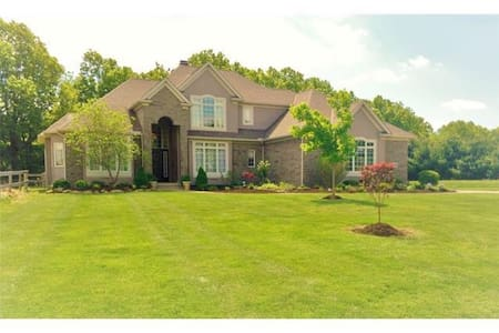 Ideal RNC 4bdr, close to both71&77 - Wadsworth