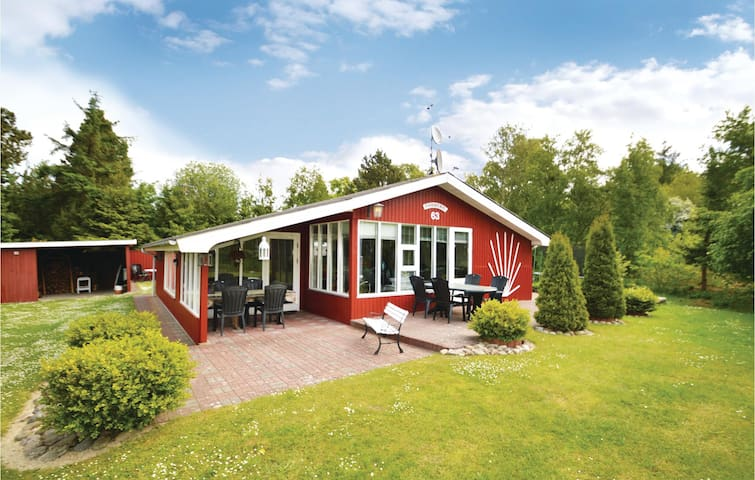 Holiday cottage with 2 bedrooms on 104m² in Løgstør