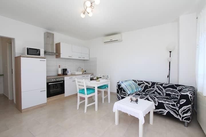 DIEGO & FABIO One-Bedroom Apartment