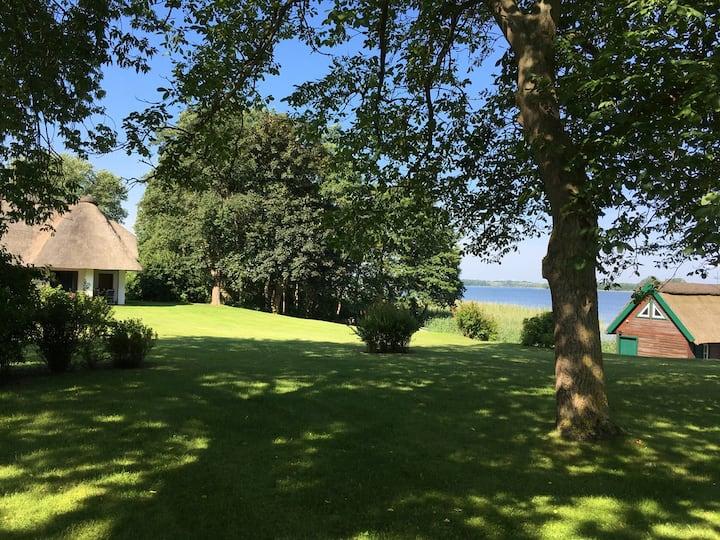 Ferienhaus am Inselsee mit Bootshaus