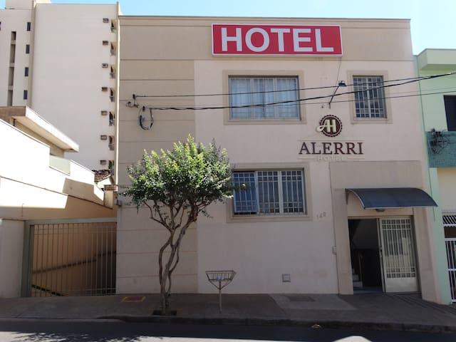 Alerri Hotel apartamento para 01 pessoa