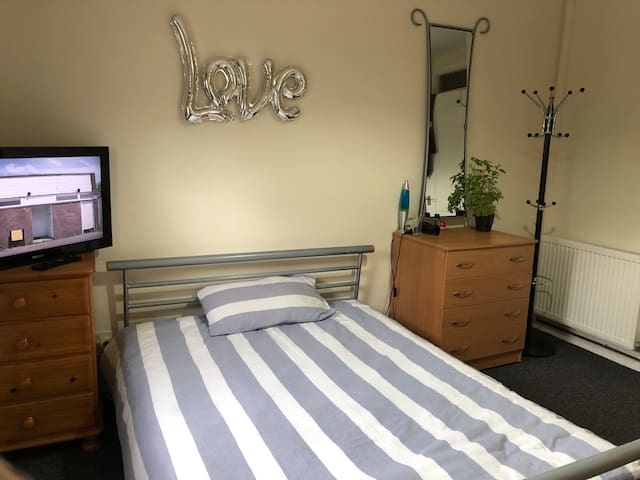 ★Lovely Private Bedroom★ in Aberdeen city center★