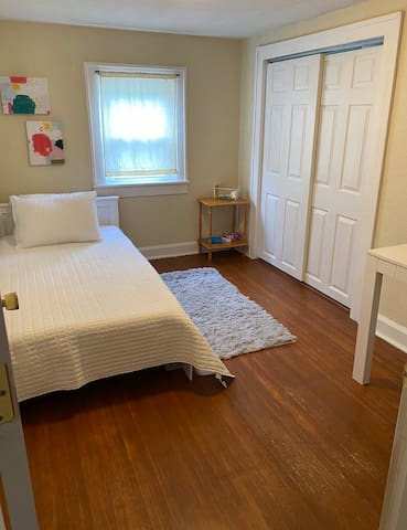 Single bed with desk space for working,