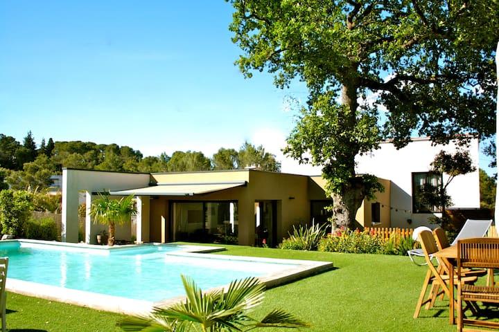 Maison comtemporaine avec piscine