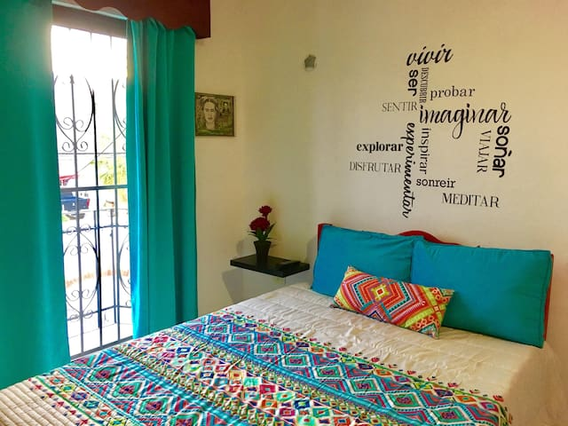 Colorful Mexican room, downtown Playa del Carmen - Playa del Carmen - Rumah