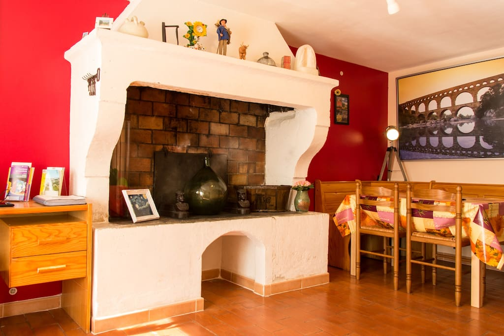 Maison tout confort dans le centre historique maisons for Centre de formation salon de provence