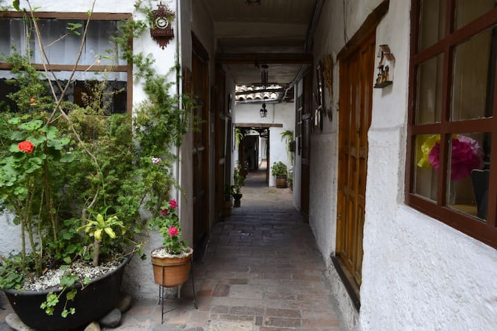 Arriendo cuarto en Centro Histórico de Cuenca