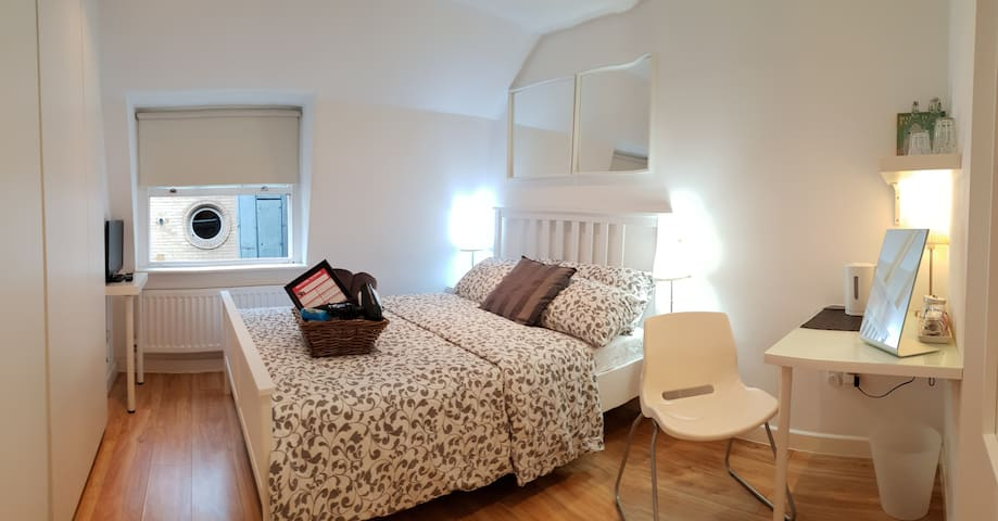 Piccadilly Circus 4.3 Cute Double Room