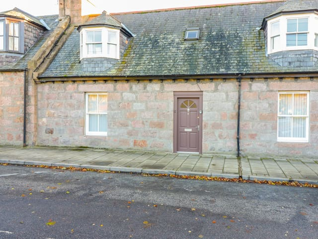 4 HAWTHORN PLACE, with open fire in Ballater, Ref 967042