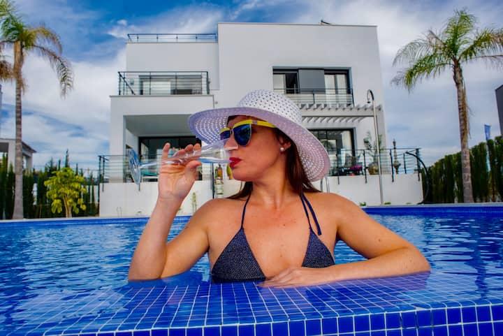 Golf, Sun and Relax!  Luxury Villa in VIP location