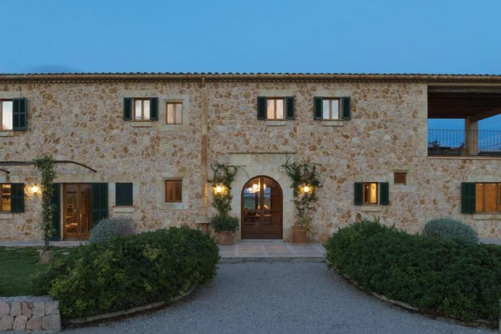 This facade of the property reflects a traditional Mallorcan farmhouse.