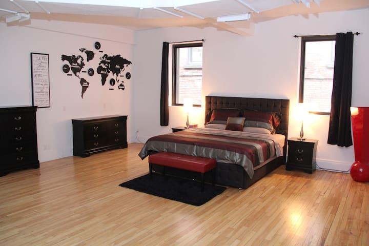 Spécial Mars 108 $ /nuit Grand loft  (1900 pied ²)