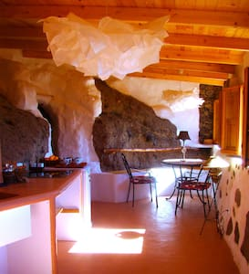 Sunrise Hideaway Cave and Stone Cottage - Santa Brígida - Barlang