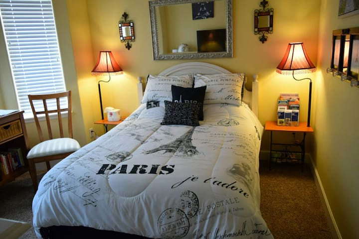 Bright Private Room #1 in the Heart of Beaverton!