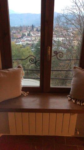 Piccolo attico rustico con vista magnifica