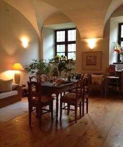 Romantische Übernachtungen in einem Wasserschloss - Fraunberg - Appartement