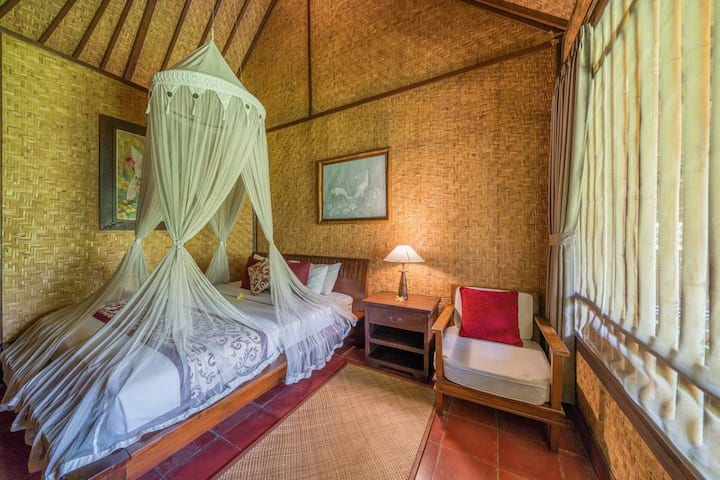Cozy Room Owned by an Art Family - Ubud Center