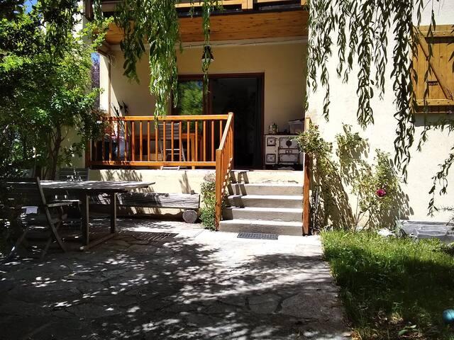 Briançon : Maison et jardin chaleureux
