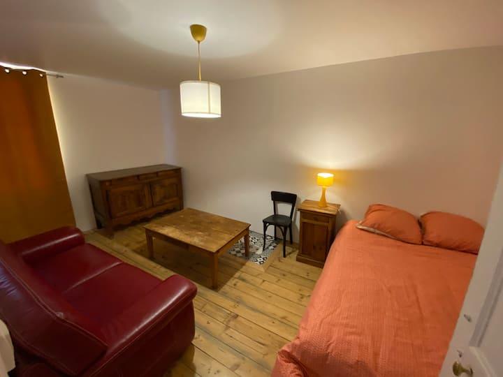 Chambre privée dans maison de village