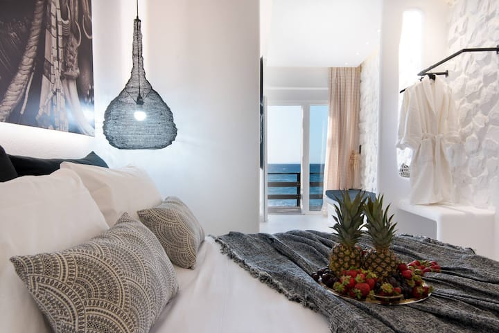 Portara Seaside Luxury Suite 1