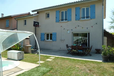 Maison  avec suite parentale et piscine privée.