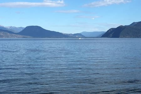 Waterfront home on Lake Pend Oreille, great view - Sagle - Haus