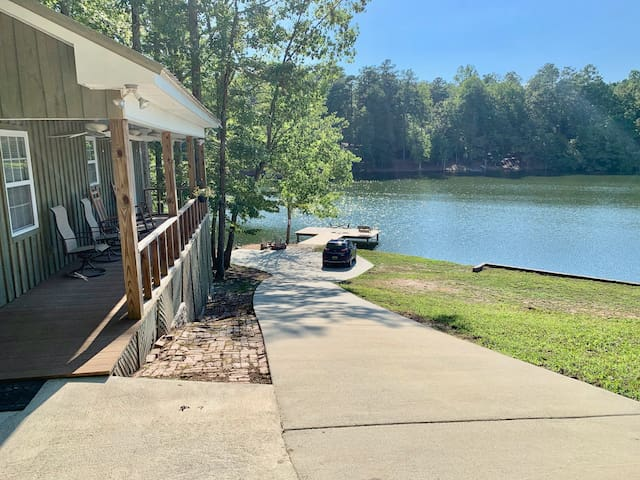 Cabin on Privately owned  Lake Robin-Dog Friendly
