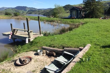 Black Mountain pond house farmstay - Nicasio