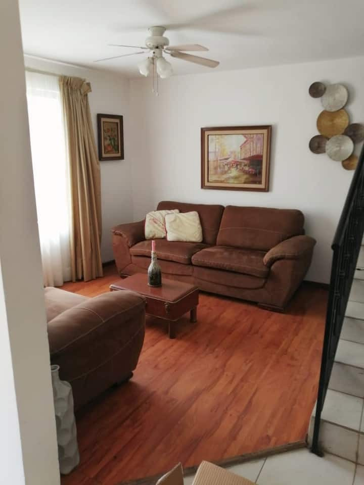 Hermosa y cómoda casa completa.