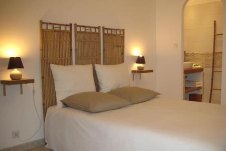 Location de charme - Les Mayons - Guesthouse