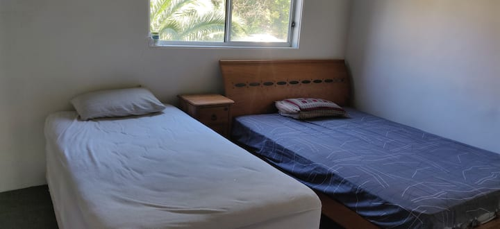 Master Bedroom with furnishing- 25mins to Central