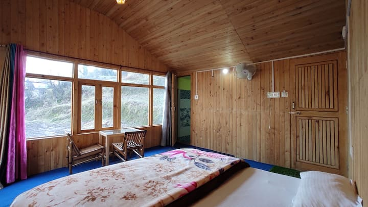 Wanderers cottage room with balcony free internet℅