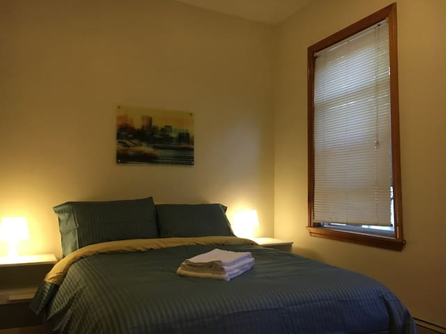Double bed room near Harvard, MIT