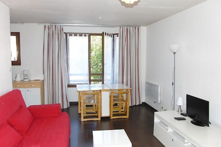 Large STUDIO for 4 people with PARKING lot - Calais - Huoneisto