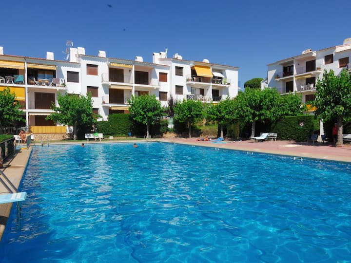 Renovated apartment modern, with community swimming pool in Port Pelegrí