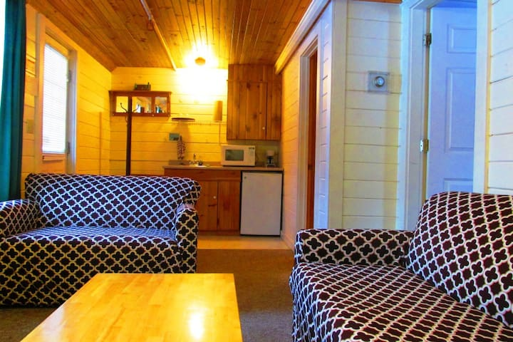 1rst Floor Suite, Breakfast,Fishing Pond,Hot Tub