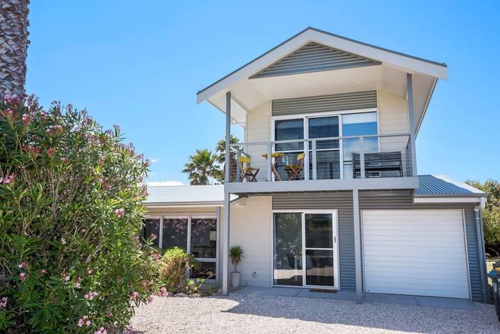 Palm Cottage, close to surf beach - กูลวา บีช - บ้าน