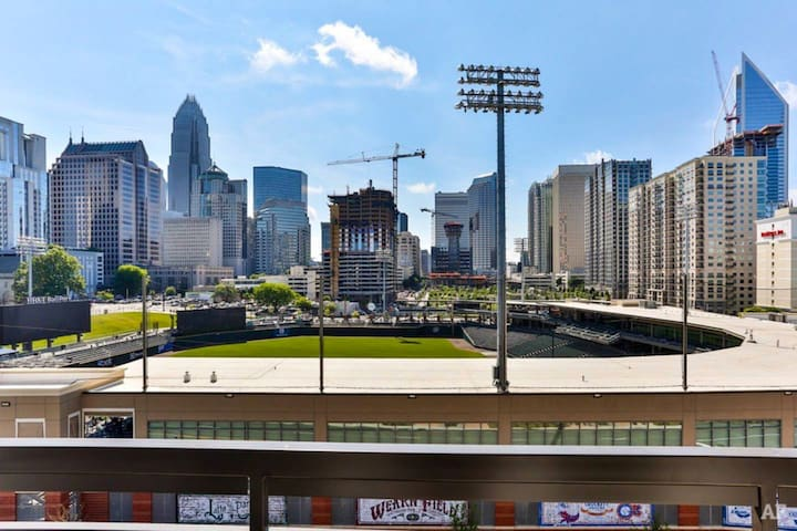 **Luxury Apartment in Uptown Charlotte**