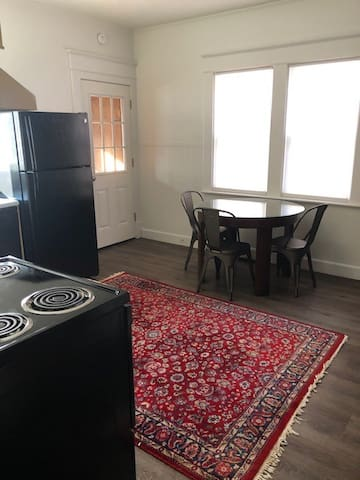 Kitchen / table