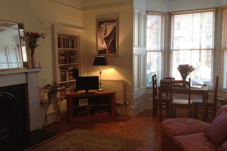 Room in Beautiful Tenement Flat - West End - Dundee