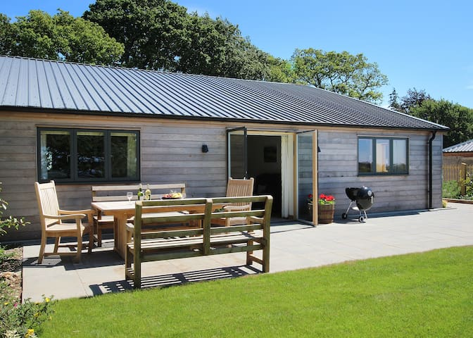Wallops Wood Cottages - Teal (sleeps 6) (M3) - Hampshire - Byt