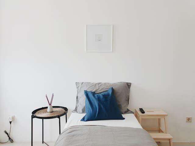 Minimal, Clean and Comfortable Aptmn - U9