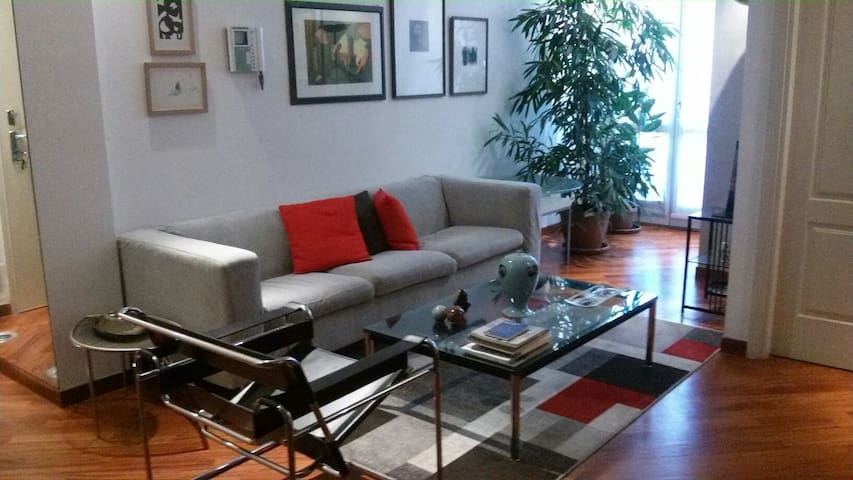 Quiet  and spacious bedroom with private bathroom - Milan - Appartement