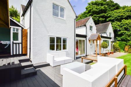 CLEARVIEWS: amazing views, five en-suites and spa - Shropshire