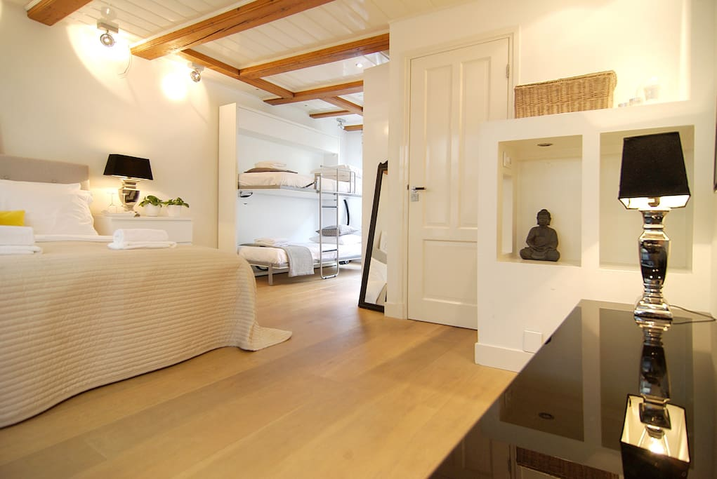 No 8 stay in amsterdam 39 s city center chambres d 39 h tes for Chambre d hotes amsterdam