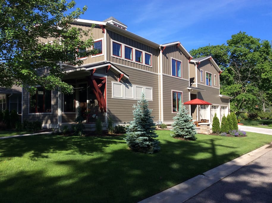 New modern 4 bdrm 5 bath house houses for rent in grand for Bath house michigan